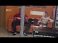 В Екатеринбурге тренера обвинили в педофилии за то, что посидел на одном диване с девочкой,Nonprofits & Activism,,Подробности: https://www.e1.ru/news/spool/news_id-53652771.html   В Екатеринбурге тренера фитнес-центра обвинили в педофилии. 34-летнего Андрея (имя изменено, — Прим.ред.) полицейские за